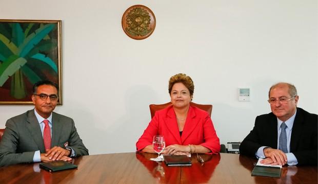 Dilma em encontro com Fadi Chehadé (esq.) e o ministro Paulo Bernardo (Foto: Roberto Stuckert Filho / PR)