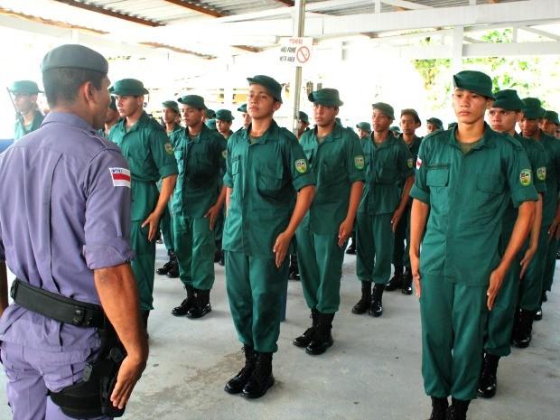 Jovens integran o Projeto Pelotão Mirim Ambiental (Foto: Rosianne Couto/G1 AM)