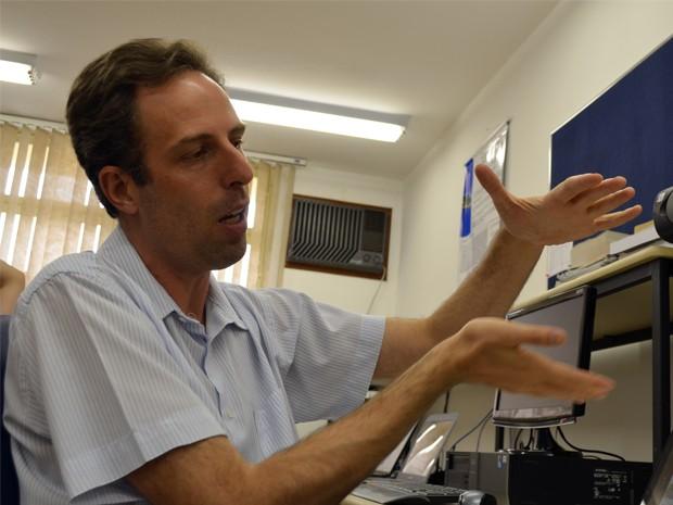 """O professor e pesquisador Antônio Marques Alberti desenvolve a """"nova internet"""" (Foto: Lucas Soares / G1)"""