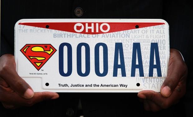 Fãs do Super-Homem poderão comprar as placas para seus veículos com o famoso símbolo do super-herói norte-americano (Foto: The Plain Dealer, Gus Chan/AP)