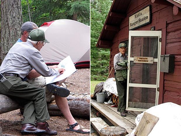 Ruterbories ajuda visitante a localizar área em mapa e, ao lado, ele em sua cabana vermelha (Foto: Matt Volz/AP)