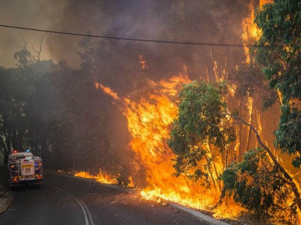 Incêndio florestal em Perth, oeste da Austrália (Foto: AP Photo/Department of Fire and Emergency Services, Evan Collis)