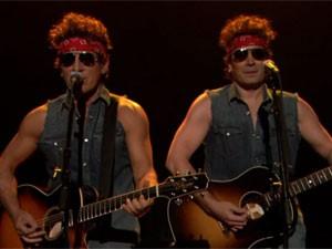 Bruce Springsteen e Jimmy Fallon durante paródia de 'Born to run' no programa de TV (Foto: Reprodução/YouTube/Late Night with Jimmy Fallon)