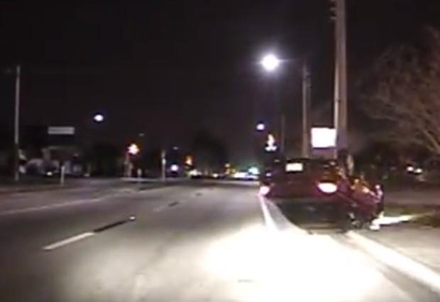 Michael James Woody Jr capotou o carro ao usar o celular enquanto dirigia nos EUA (Foto: Reprodução/YouTube/FMPDADMIN)