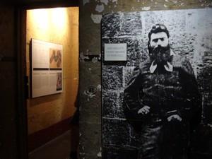 Cela de Ned Kelly, bandido para uns, herói para outros (Foto: Flávia Mantovani/G1)