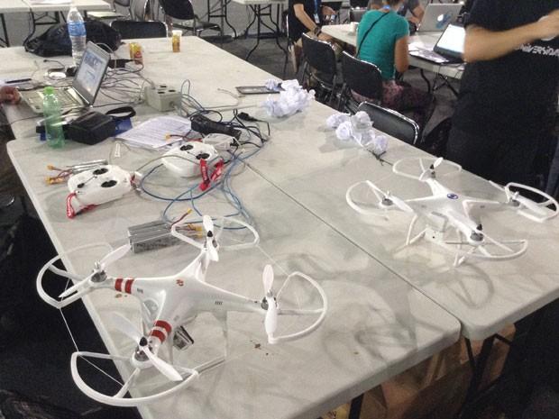 Drones na Campus Party 2014 (Foto: Helton Simões Gomes/G1)