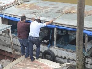 Pescado apreendido em Santana estava em embarcação vinda do Pará (Foto: John Pacheco/G1)