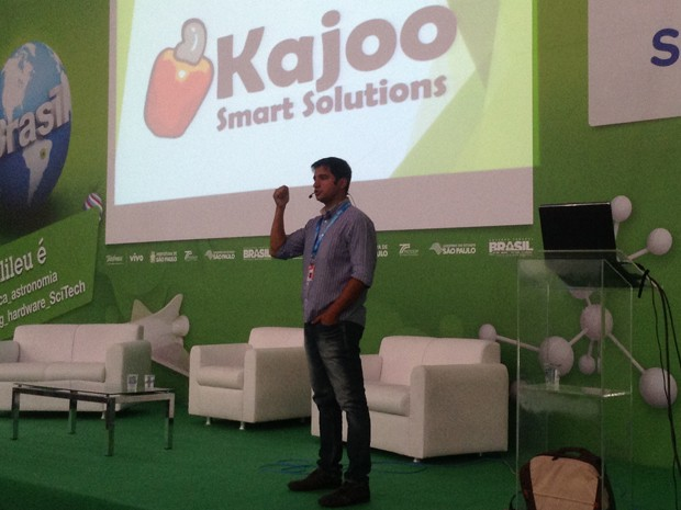Eduardo Balieiro, fundador da Kajoo, fala da ferramenta que conversa em inglês para ensinar idioma (Foto: Helton Simões Gomes/G1)