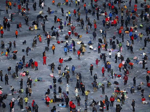 Mais de 1 milhão de pessoas são aguardadas em festival de pesca no lago congelado (Foto: Kim Hong-Ji/Reuters)