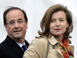 Hollande e a namorada, Valerie Trierweiler, em 2 de maio (Foto: AFP)