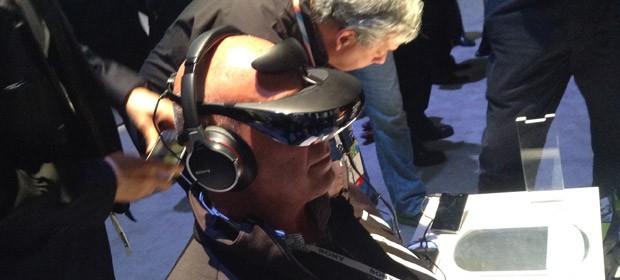 Óculos têm sensor de movimentos e, dependendo da aplicação, tem função de realidade aumentada (Foto: Gustavo Petró/G1)