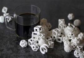 Objetos monocromáticos de açúcar impressos pela Chefjet, impressora de 3D para doces, lançada pela 3D Systems. (Foto: Divulgação/3D Systems)