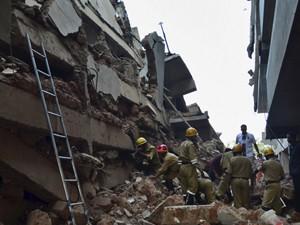 Desabamento de prédio em construção deixou dezenas de pessoas soterradas (Foto: AP)