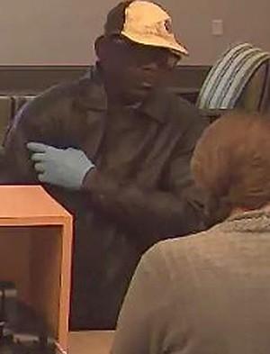 Ladrão assaltou banco mas esqueceu de levar o dinheiro consigo na hora da fuga (Foto: Divulgação/Daytona Beach Police Department)