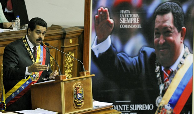 O presidente da Venezuela, Nicolas Maduro, durante a passeata a favor da paz neste domingo (26) (Foto: Leo Ramirez/AFP)