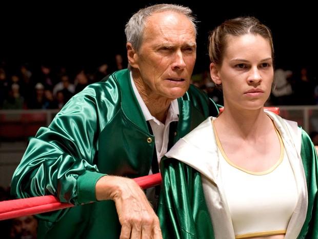 Ao lado de Hilary Swank em 'Menina de ouro', ganhador do Oscar de Melhor Filme e Direção (Foto: Divulgação)