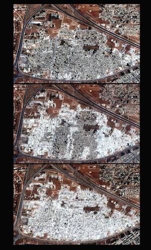 Fotos de satélite divulgadas pela Human Rights Watch mostram a região de Masha al-Arb'een em 28 de setembro de 2012, 3 de outubro de 2012 e 13 de outubro de 2012. A ONG acusa do governo de promover destruição em massa de bairros (Foto: Human Rights Watch via Digital Globe/AP)