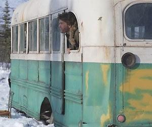 Ônibus ficou famoso no filme 'Natureza selvagem', dirigido por Sean Penn (Foto: Divulgação)