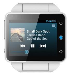 Relógio inteligente Pine, da Neptunes, que, com tela de 2,4 polegadas, parece um smartphone de pulso. (Foto: Divulgação/Neptunes)