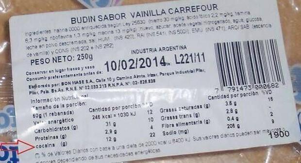Usuário compartilhou imagem que mostra tabela nutricional de pudim que afirma que produto possui 12 g de cocaína (Foto: Reprodução/Twitter/Marcos Rodriguez)