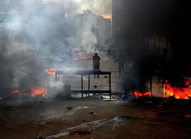 Protesto em Alexandria mobilizou tropas do Exército no Egito (Foto: Heba Khamis/AP)