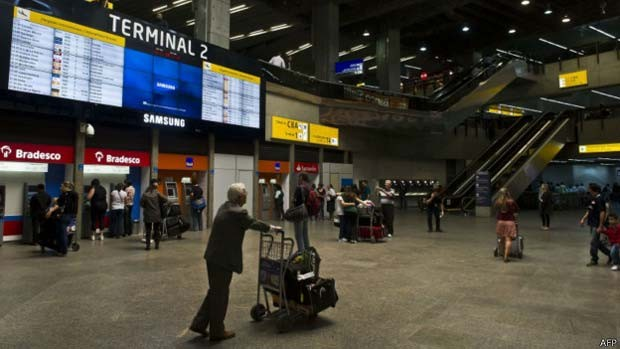 Compra de passagens aéreas online ainda pode ser 'pesadelo' para turistas (Foto: AFP/BBC)