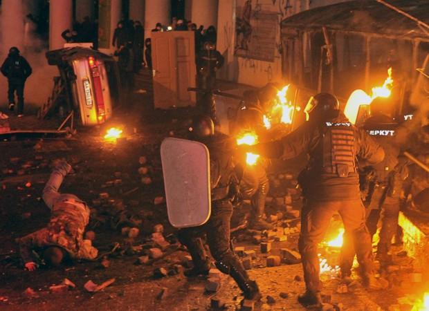 Protestos na Ucrânia reúnem milhares (Foto: Genya Savilov/AFP)