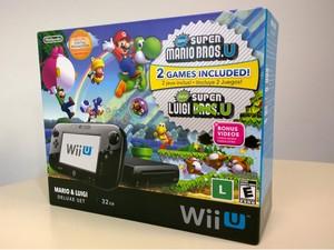 Caixa do Wii U vendido no Brasil. Console tem os games 'New Super Mario Bros. U' e 'New Super Luigi U' (Foto: Bruno Araujo/G1)