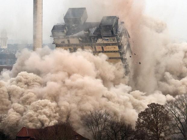 Prédio da Universidade Goethe tinha 116 metros de altura (Foto: BORIS ROESSLER / DPA / AFP)