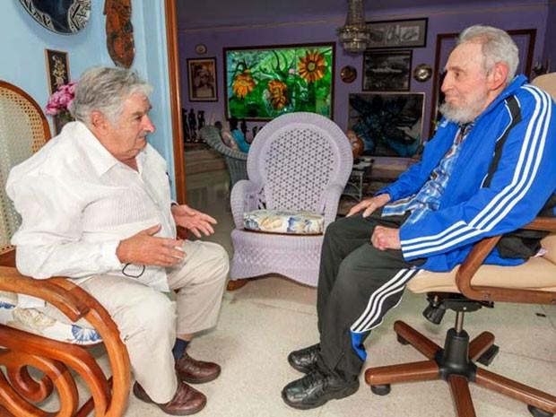O presidente do Uruguai, José Mujica, e o líder cubano Fidel Castro se encontraram no dia 29 de janeiro em Havana (Foto: AFP PHOTO/Granma)