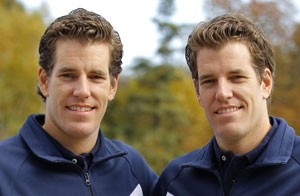 Os irmãos Winklevoss, em foto de outubro de 2010, devem aceitar indenização de US$ 65 milhões (Foto: Adam Hunger/Reuters)