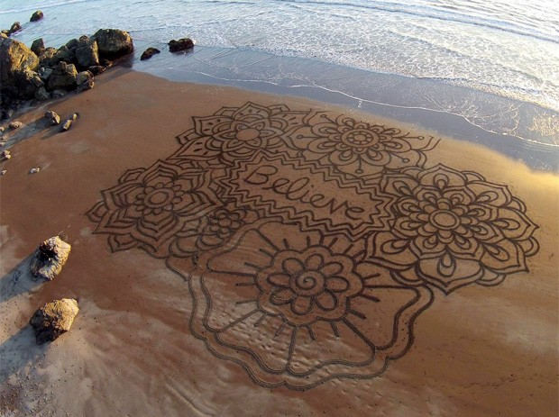 Andres Amador ficou famoso por suas incríveis criações feitas na areia (Foto: Reprodução/Facebook/Andres Amador )