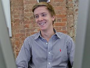Chris Hughes, cofundador do Facebook, cria rede social para caridade Jumo. (Foto: Ángel Franco/The New York Times)
