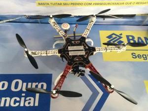 Drone de seis hélices pilotado pelo BB Seguros durante a Campus Party (Foto: Helton Simões Gomes/G1)