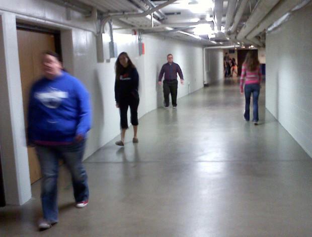 Estudantes usam passagens subterrâneas para evitar o frio em universidade nos EUA (Foto: Gretchen Ehlke/AP)
