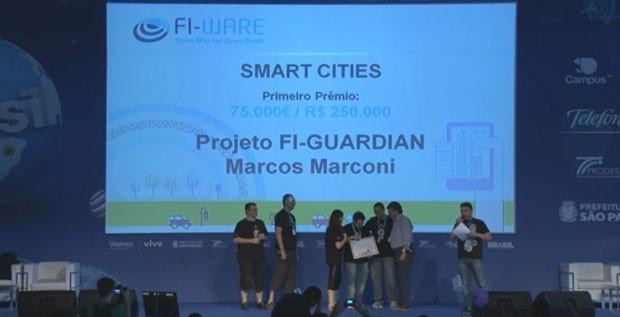 Aplicativo brasileiro Fi-Guardian recebeu o maior prêmio da categoria Cidades Inteligentes do Desafio Fi-Ware, na Campus Party, e levou para casa aproximadamente R$ 250 mil. (Foto: Reprodução/YouTube)
