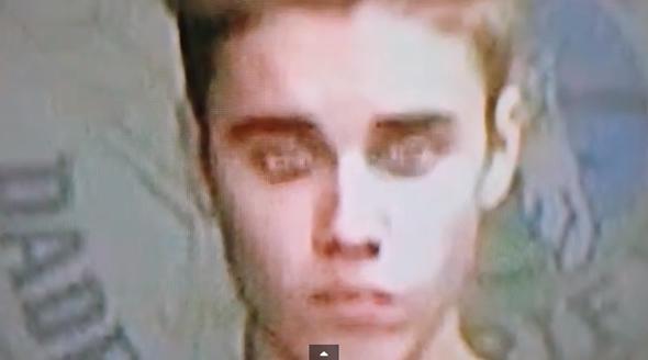 Justin Bieber parece mudar de olhos durante julgamento! Verdadeiro ou falso? (foto: reprodução/YouTube)