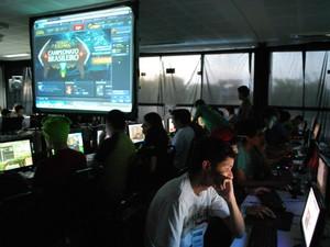 Dezenas de competidores disputaram jogos para computador e consoles (Foto: Romulo de Sousa/G1 AM)