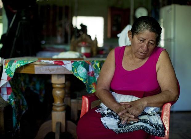 Mãe se emociona ao pensar no filho (Foto: Jose Cabezas/AFP)