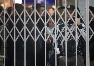 Milhões deram de cara com estações de metrô fechadas em Londres (Foto: Andrew Cowie/AFP)