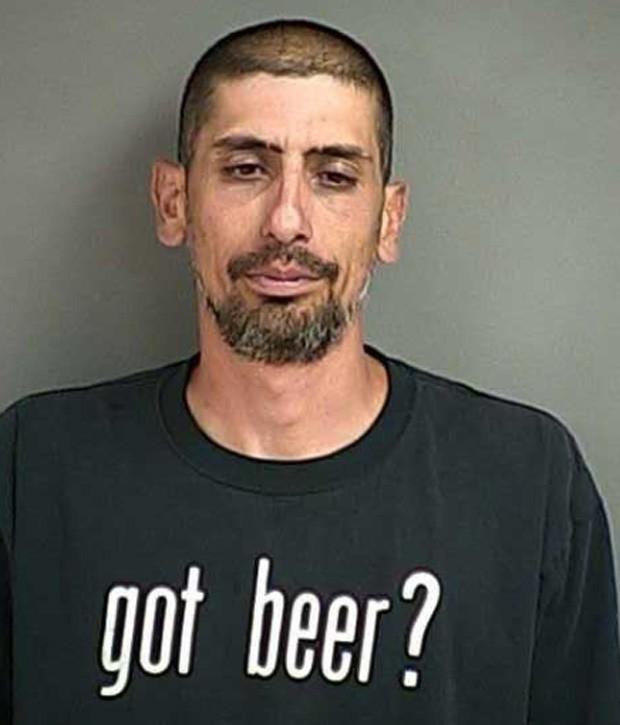 Jodi J. Jackson foi detido com camiseta com mensagem dizendo que ele 'dá 10% para os outros e 100% para si mesmo' (Foto: Divulgação/Livingston County Sheriff's Office)
