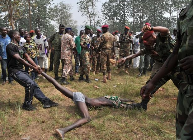 Ex-rebelde é linchado e morto por soldados na República Centro-Africana (Foto: Issouf Sanogo/AFP)