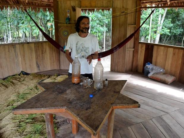 Jorge é curandeiro e recebe adeptos da ayahuasca (Foto: Genival Moura/G1)