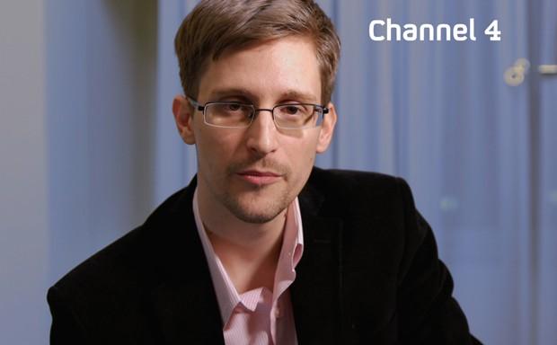 Foto mostra Snowden se preparando para fazer sua mensagem de Natal para a televisão (Foto: AFP Photo/Channel4)