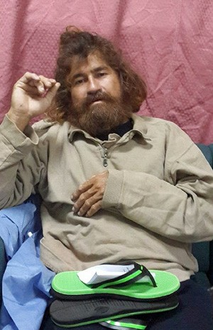 Náufrago Jose Salvador Alvarenga, 37, após ter sido resgatado em um barco perto das Ilhas Marshall. (Foto: Gee Bing/Foreign Affairs Department The Marshall Islands/AP)