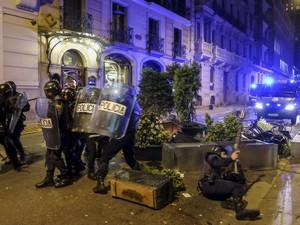 Protestos em Madri terminaram em confronto neste sábado (22) (Foto: Pedro Armestre/ AFP)