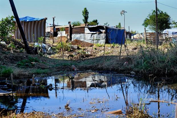 Assentamento em Buenos Aires ganhou o nome de 'Papa Francisco'. Famílias pedem urbanização do local (Foto: Daniel Garcia/AFP)