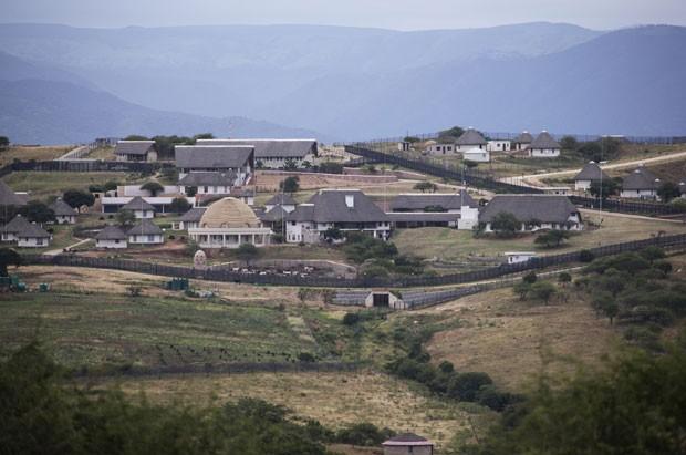 Foto de 21 de janeiro mostra a casa de Jacob Zuma em Nkandla; reforma feita com dinheiro público custou US$ 23 milhões (Foto: Marco Longari/AFP)