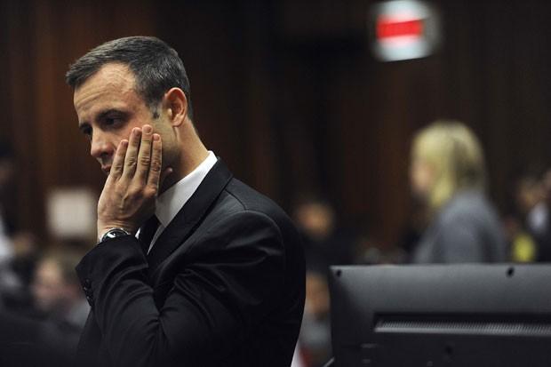 Pistorius é fotografado no quarto dia de seu julgamento pelo assassinato da modelo Reeva Steenkamp em Pretória, na África do Sul (Foto: Werner Beukes/Reuters)
