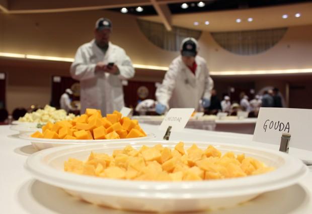 Amostras dos produtos foram colocados à disposição dos juízes e do público durante evento em Wisconsin, nos EUA (Foto: Carrie Antlfinger/AP)